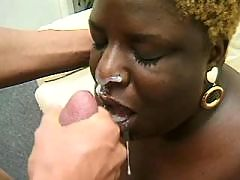 This ebony mature is crazy about fresh cum